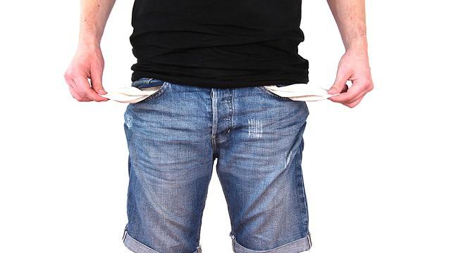 כיסים ריקים מכסף בעקבות חובות